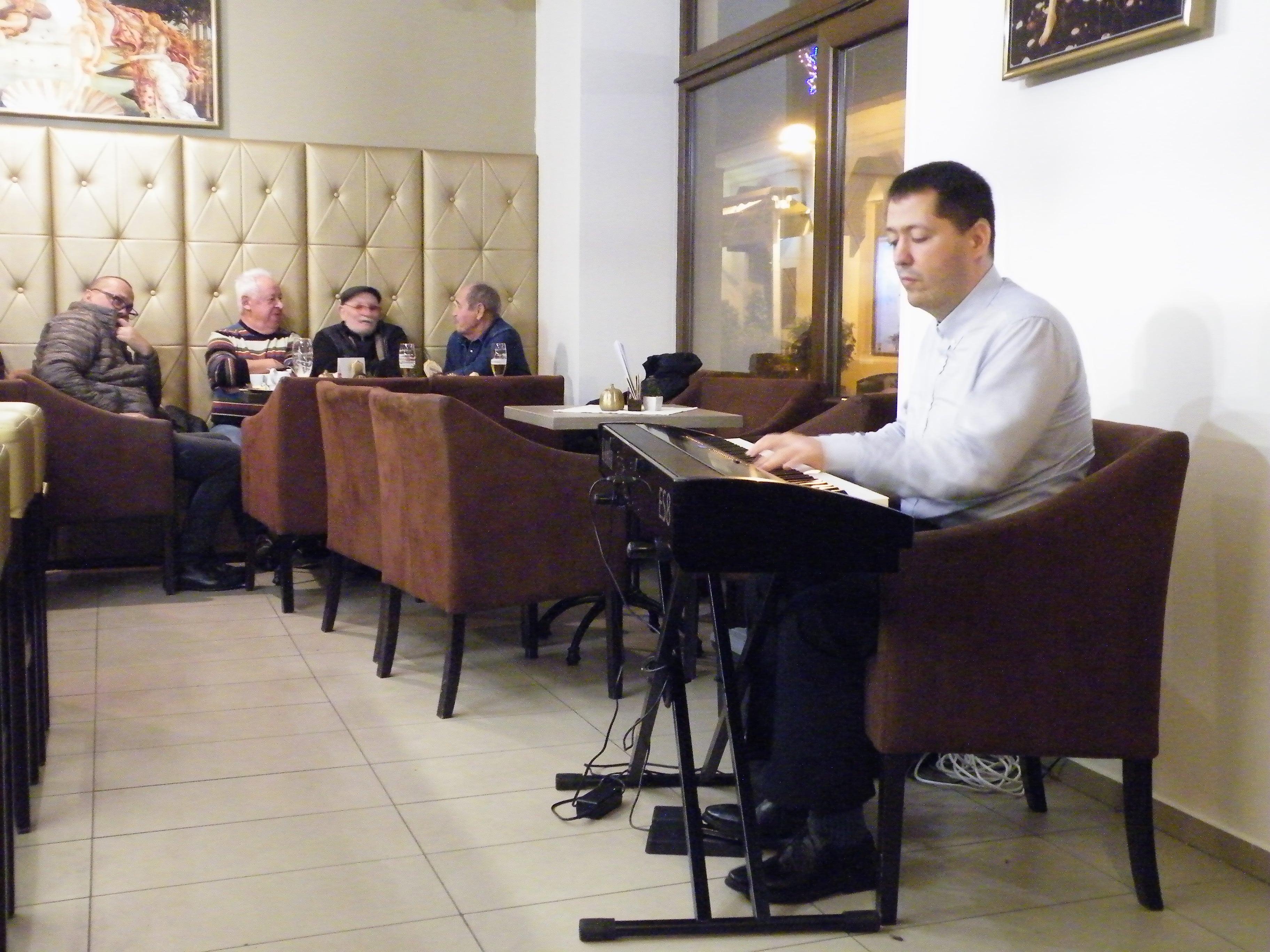 Klavírny večer v Bašta Café, Levice