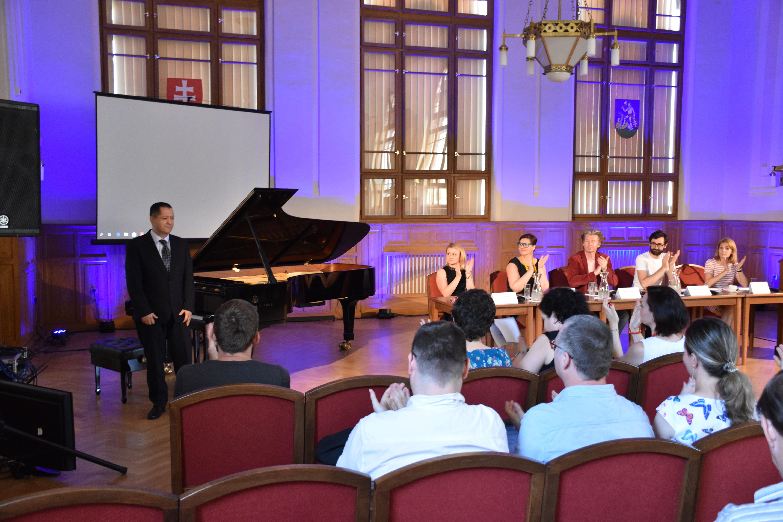 Konferencia v Župnom dome, Nitra
