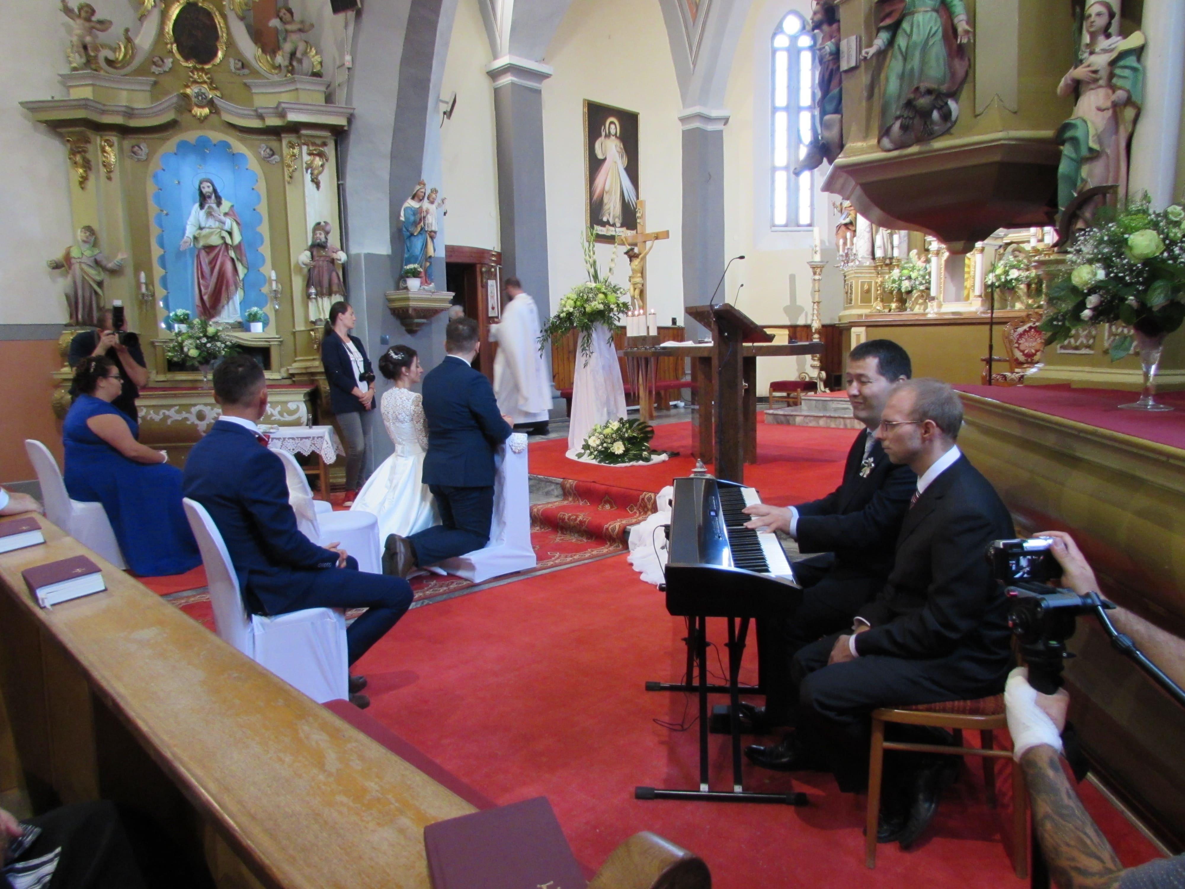 Sobáš v kostole v Sebechleboch