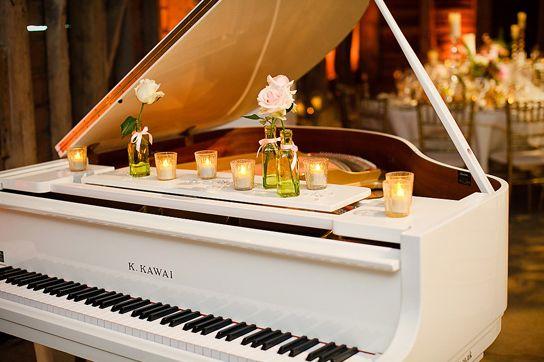 5 skvelých dôvodov, prečo mať na svadbe pianistu