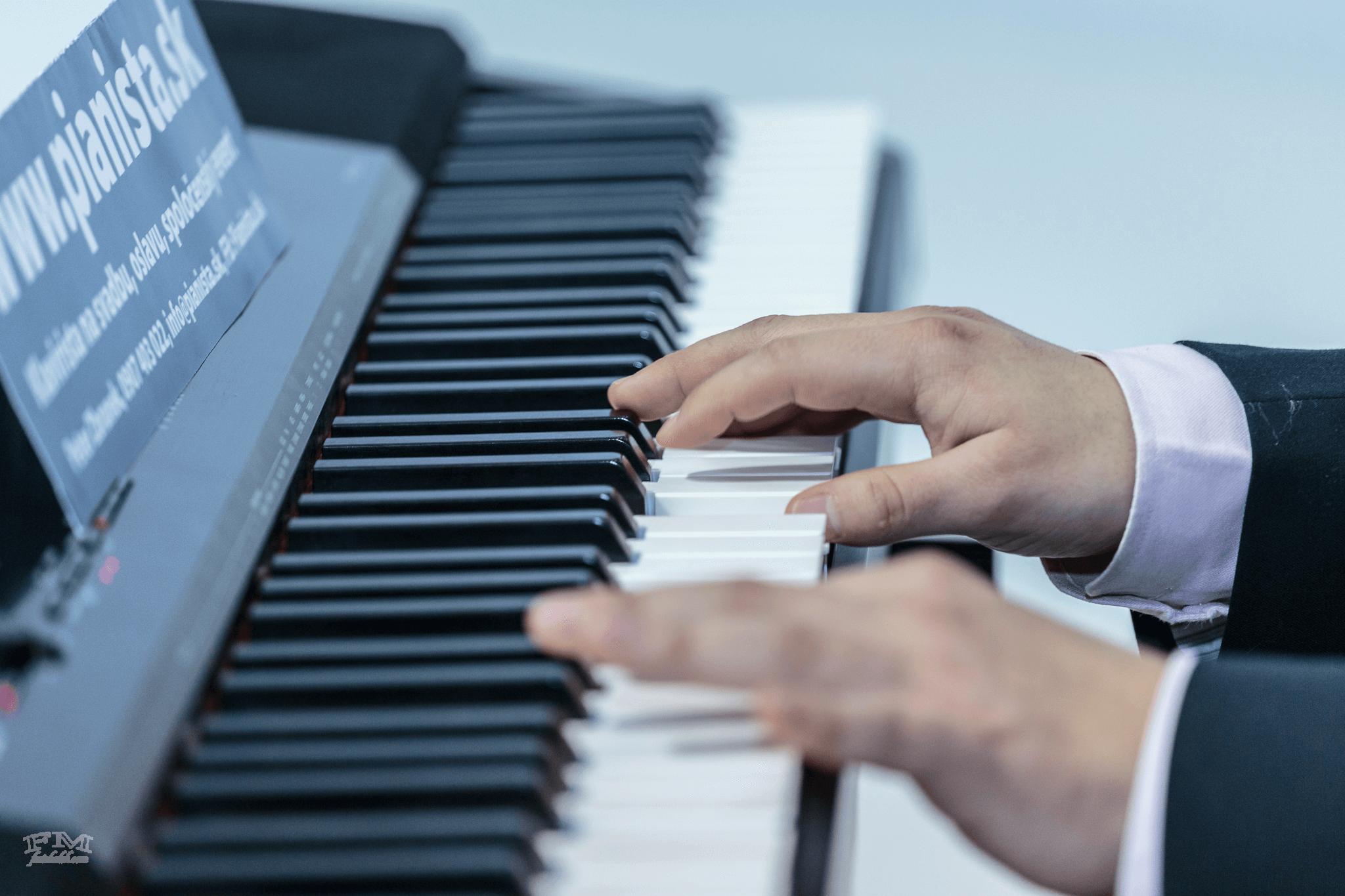 Za klavírom už od detstva