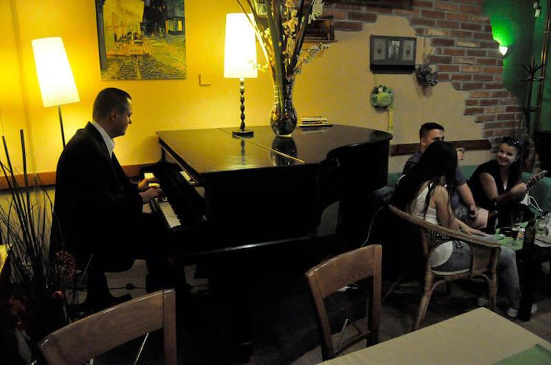 Klavírny večer v reštaurácii