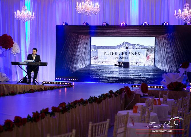Pianista na firemný večierok