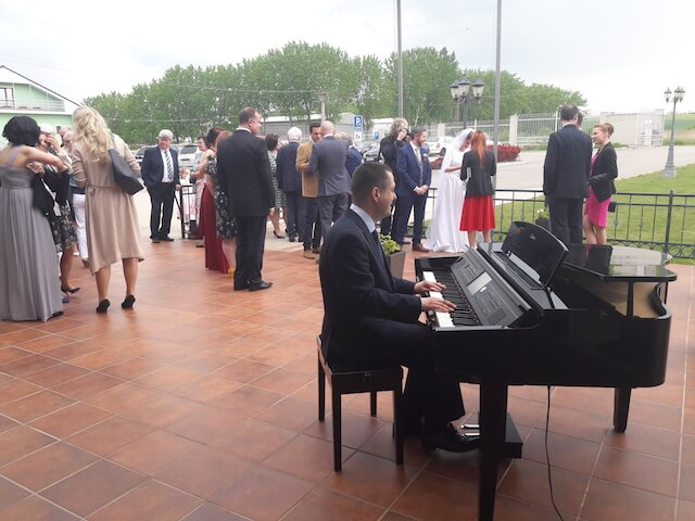 Pianista na svadobnú hostinu